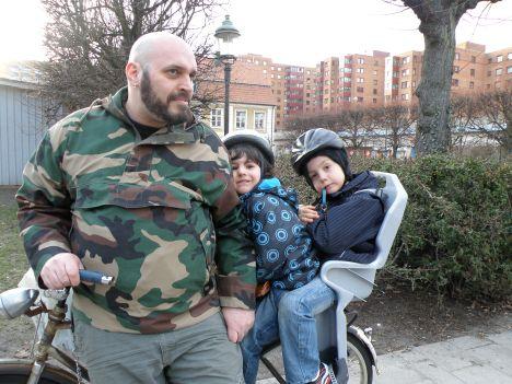 Marinos med Vincent och Baltazar på cykel